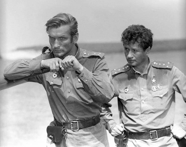 Когда военная драма «В бой идут одни «старики» прогремела на весь СССР, актеру было лишь 27. В этом году он отметил уже 75-летие