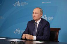 Директор вступилась за ученика, который поправил Путина: «Я очень горжусь им!»