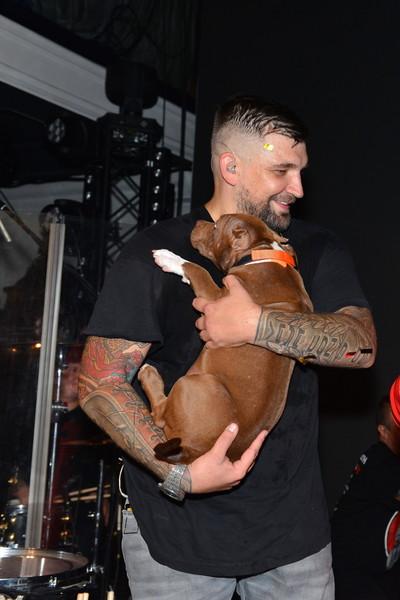 Баста подарил имениннице щенка