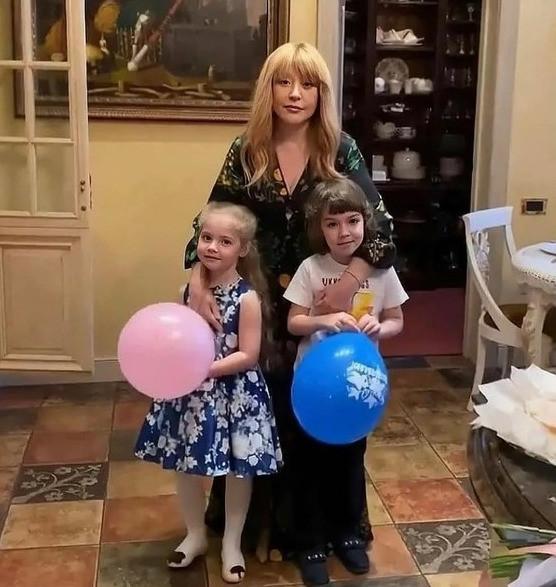 Алла Пугачева с детьми Лизой и Гарри