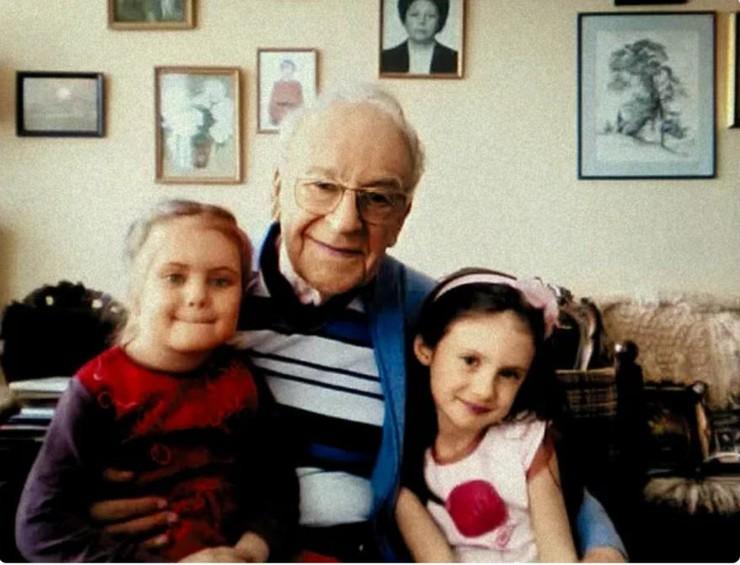 С внучками Настей и Лизой