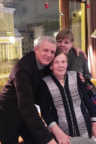 Александр Галибин c мамой и дочерью Машей