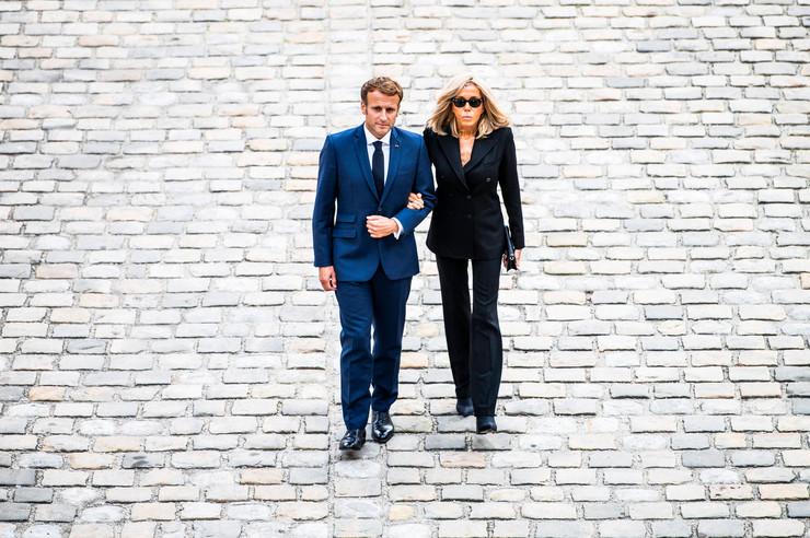 Президент Франции с супругой