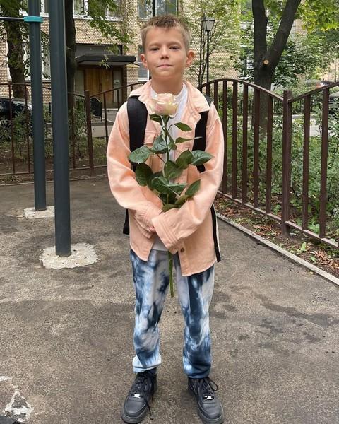 Сын Виктории Толстогановой Иван пошел в пятый класс