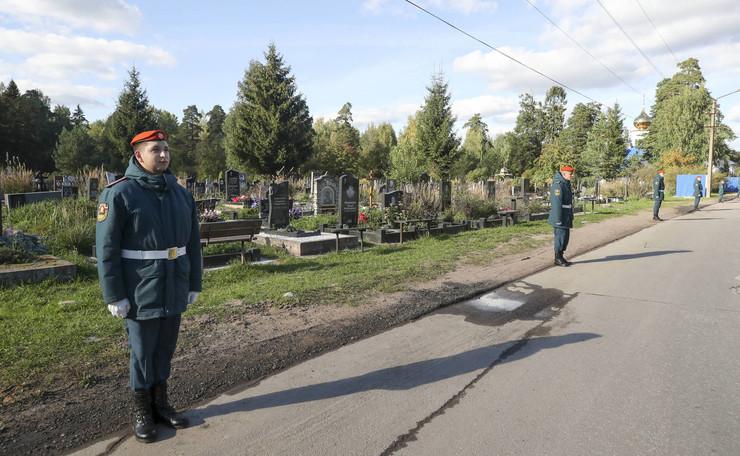 Похоронили Евгения Николаевича на Северном кладбище