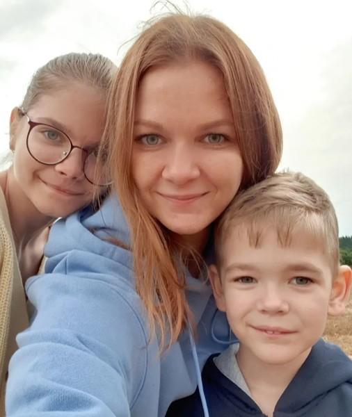 Дарья в одиночку воспитывает дочь и сына
