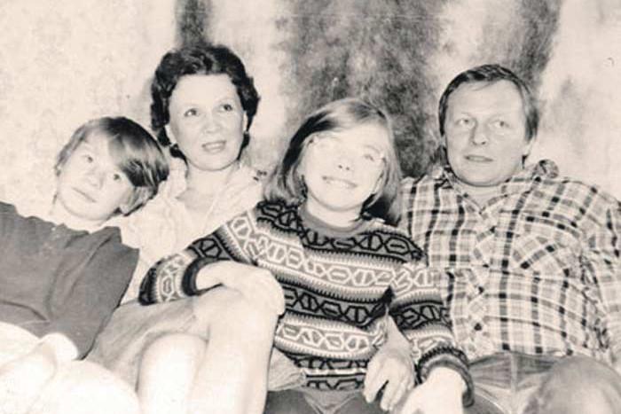 До повторного замужества мамы Владислав носил фамилию Сухачев