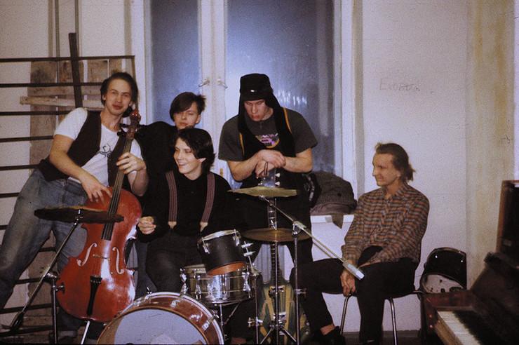 В конце 1991-го Бачинский стал менеджером «Депутата Балтики». Коллектив сменил название на «Химеру» и заметно «утяжелил» звучание