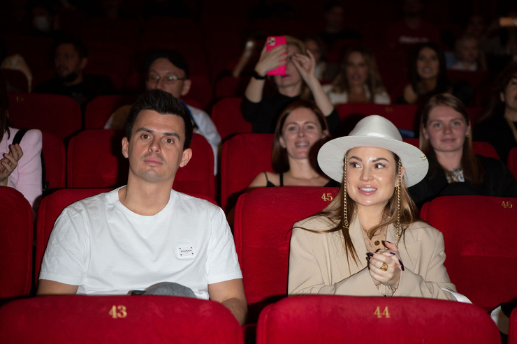 Кирилл Туриченко с девушкой