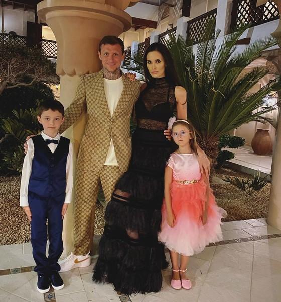 Футболист и модель прожили в браке больше семи лет. Алана подарила ему дочь Алису, спортсмен также воспитывал как своего сына брюнетки от брака с Александрым Липовым