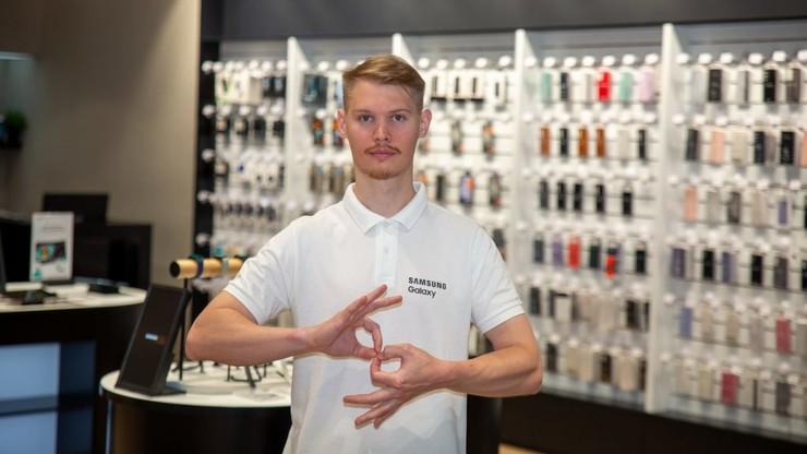 Стиль жизни: Samsung проконсультирует неслышащих клиентов на жестовом языке – фото №1