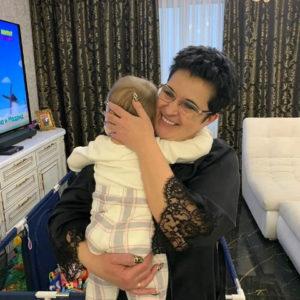 Елена Голунова перестала прятать лицо дочери