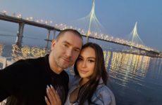 Синайский вдовец Олег Винник и его новая девушка снялись полуголыми в ванной