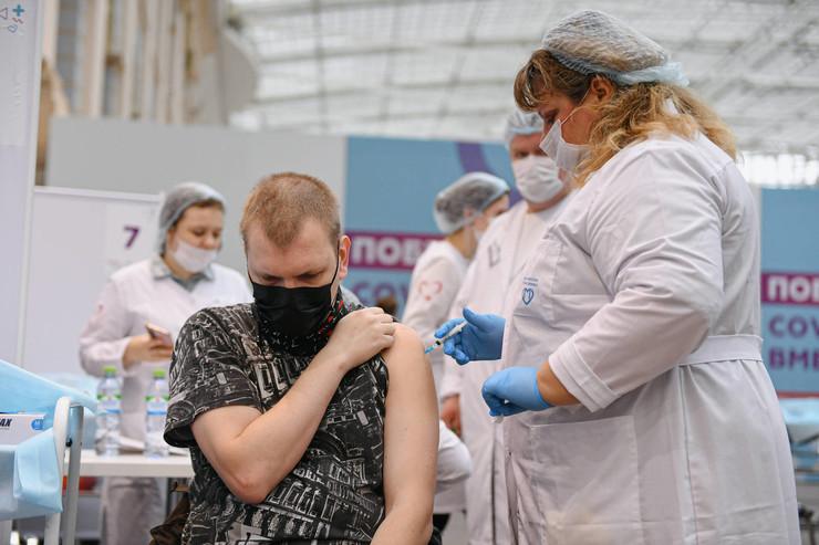 Врачи напоминают, что коронавирус опасен для людей всех возрастов
