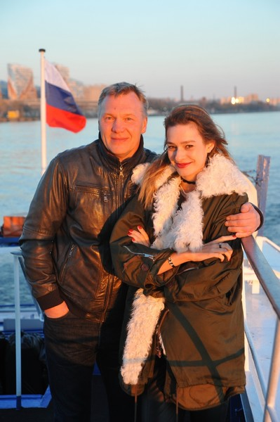 Последние восемь лет Журавлев счастлив в браке с актрисой по имени Полина