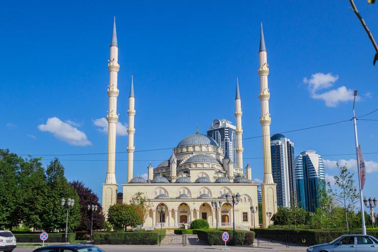 При Кадырове в Грозном открылась мечеть «Сердце Чечни»
