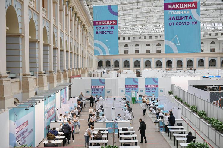 В России полным ходом идет вакцинация