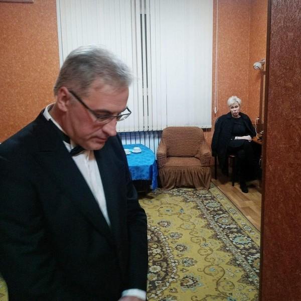 В прошлом году телеведущий похоронил супругу Юлию Норкину